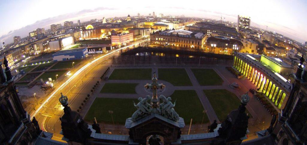 Pogled sa Berlinskog doma na Lustgarten