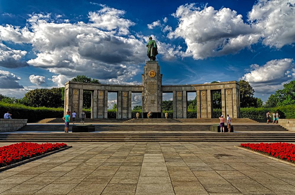 Spomenik i grob sovjetskim borcima-Tiergarten