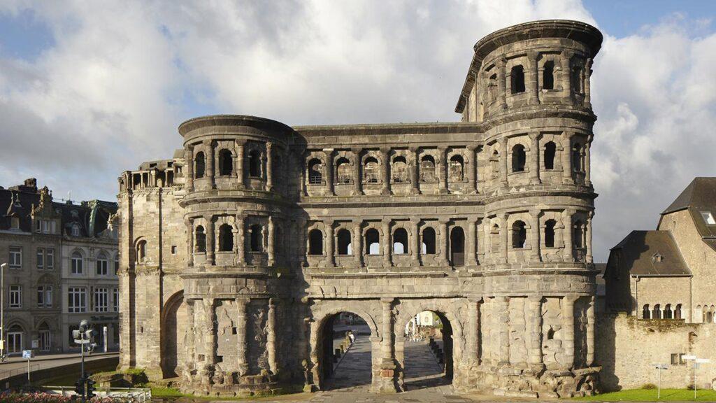 Porta Nigra - Rimska kapija. Izvor: zentrum-der-antike.de