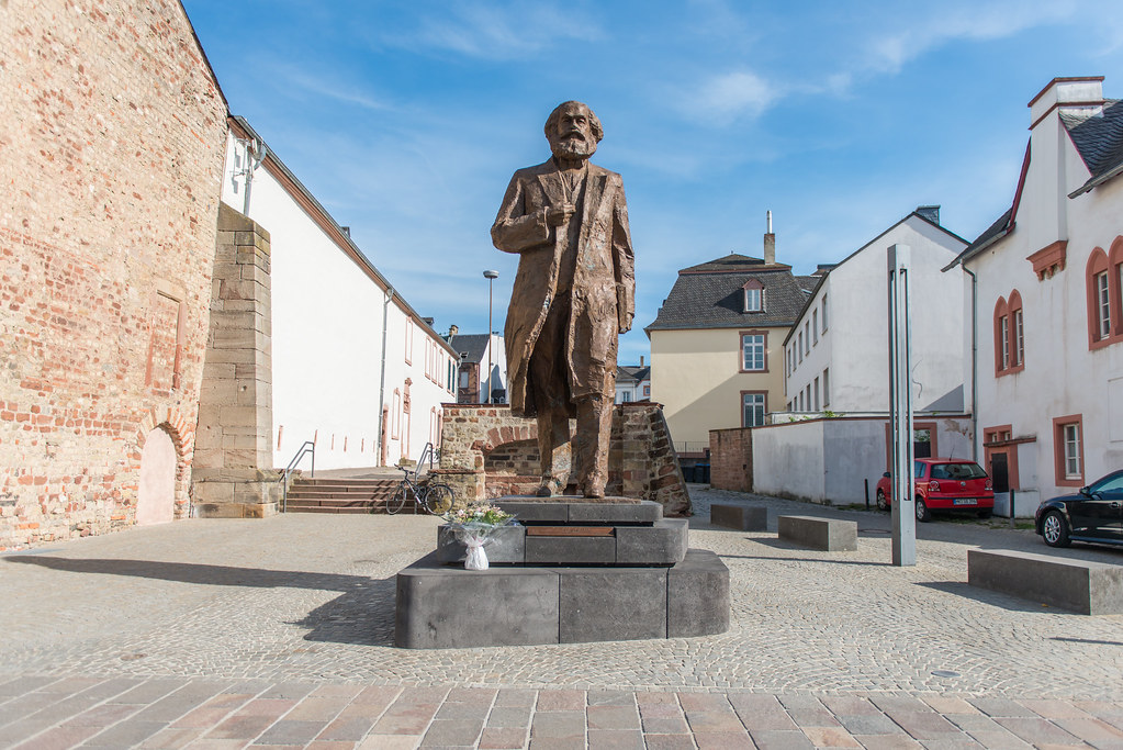 Poklon NR Kine gradu Trier-u povodm 200 godina od rodjenja Karl Marksa. Izvor: Jan Maximilian Gerlach